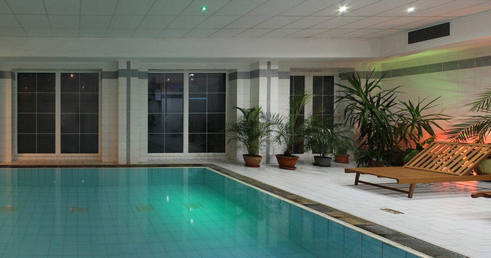 Bazén hotel Mesit