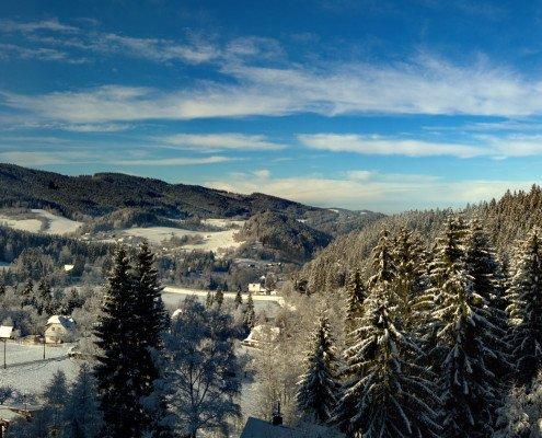 Výhled na přehradu v zimě