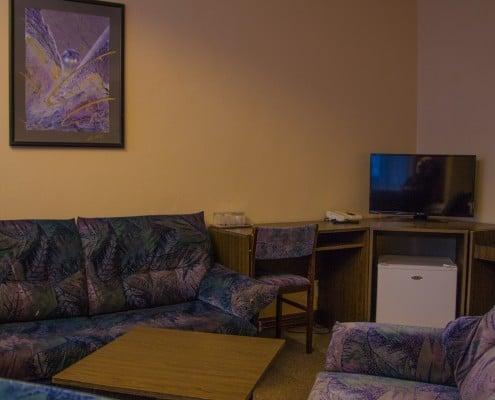 Třílůžkový pokoj obývací část