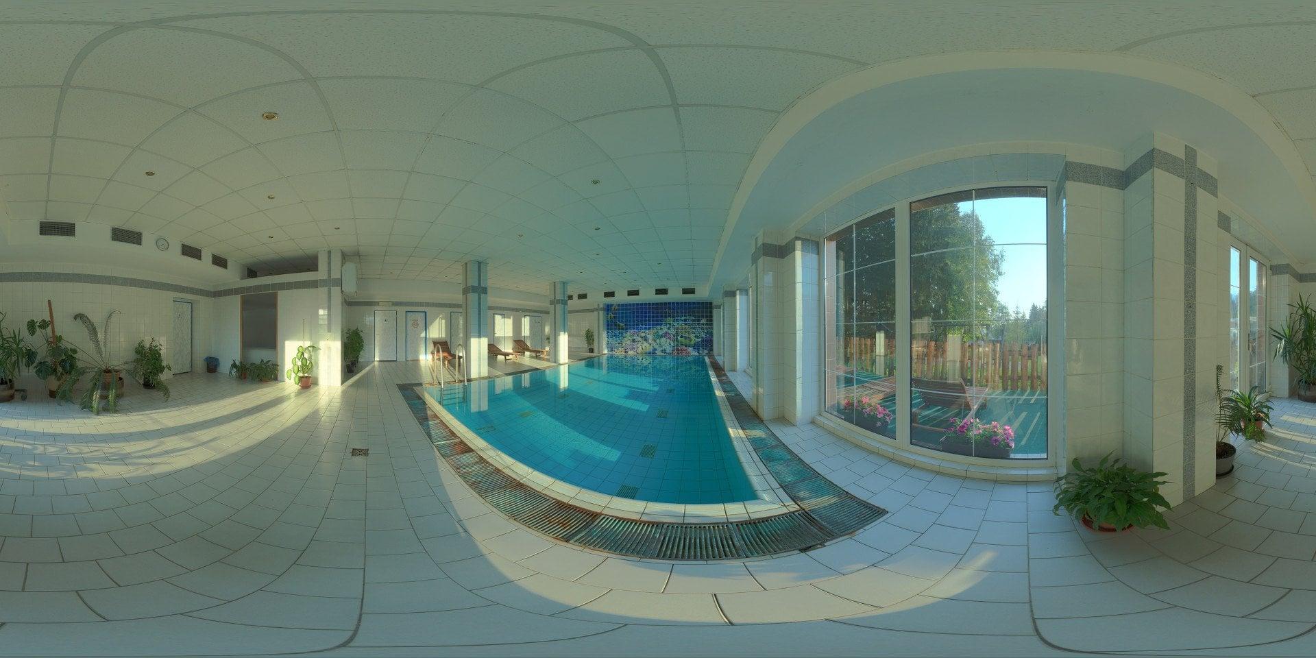 Bazén v hotelu Mesit